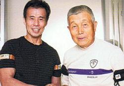 加圧トレーニング発明者の佐藤義昭氏(左)と杉原照雄プロ